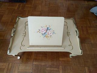 Mesa vintage de cama plegable de los 40