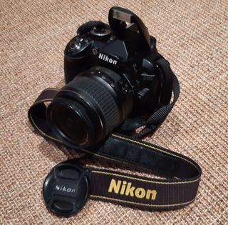 CAMARA REFLEX NIKON D3100 CON ACCESORIOS.
