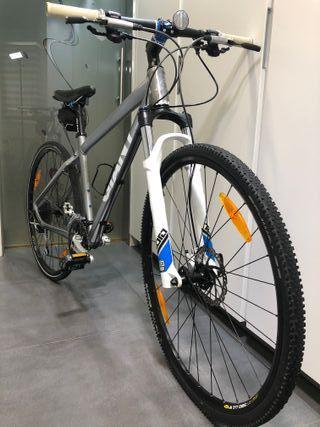 Vendo bici híbrida poco uso.