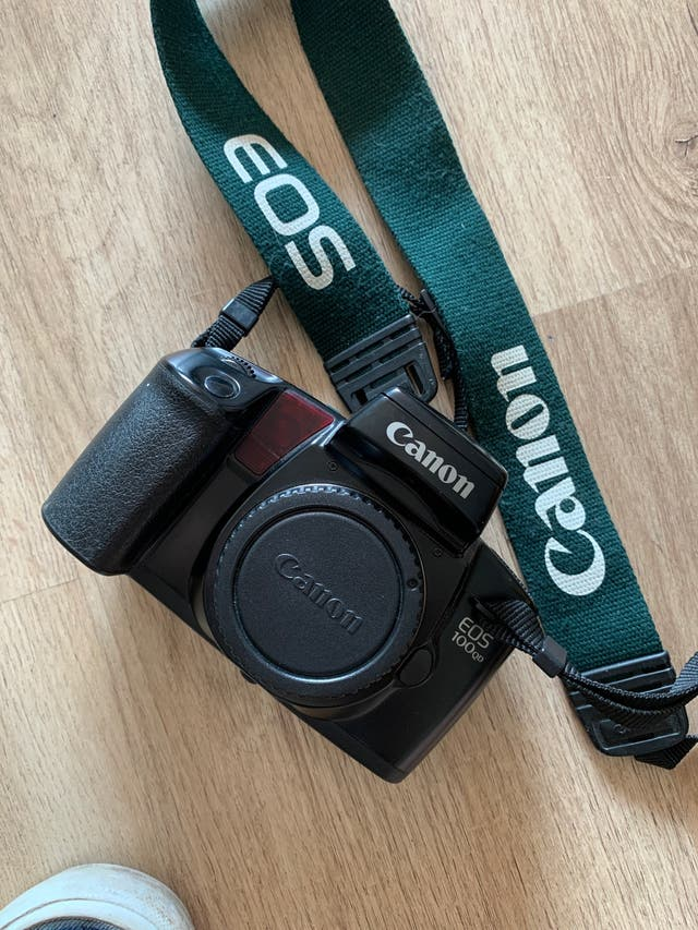 Cámara Reflex Canon 100QD