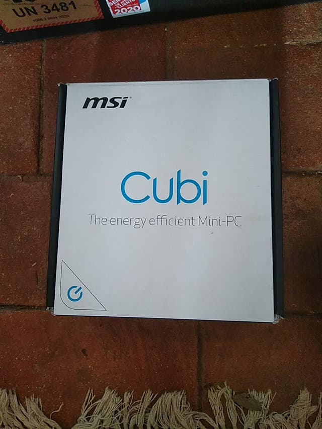 Mini PC MSI Cubi + Pantalla FHD