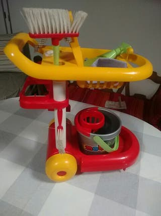 carro limpieza juguete.