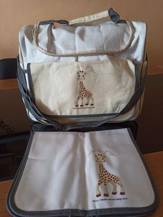 Bolsa y cambiador de La jirafa Sophie.