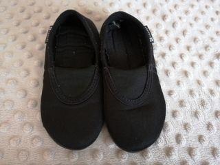 Zapatillas de gimnasia. Talla 28-29.
