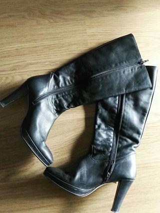 botas altas piel negras.