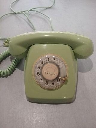 Teléfono antiguo de baquelita y rueda. Funciona