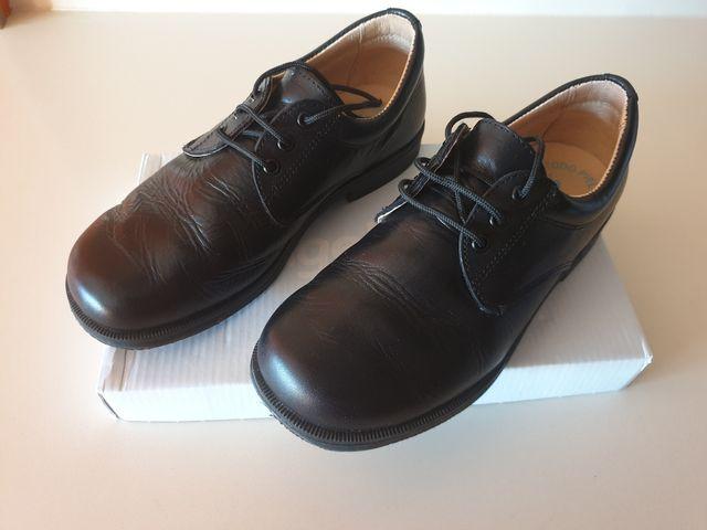 Zapato niño piel, color negro Talla 32