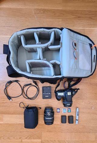 Canon 60D, baterías, cargador, mochila y accesorio