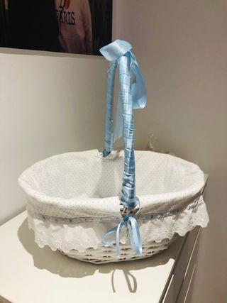 Cesta para bebé azul y blanca