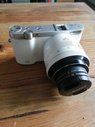 Cámara de fotos Samsung NX 3000 como nueva