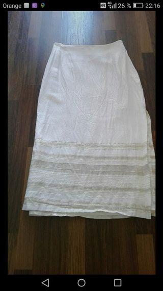 falda de hilo.y bordada hilo dorado