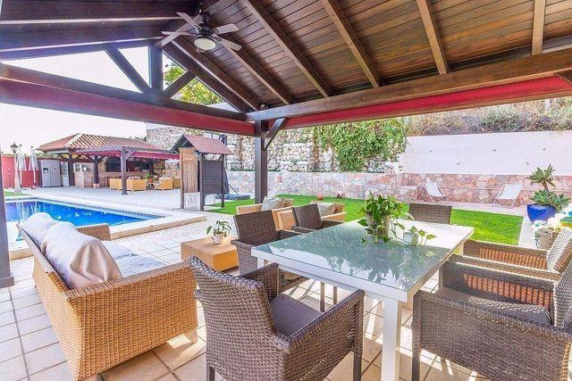 Villa en venta en Añoreta baja en Rincón de la Victoria (Torre de Benagalbón, Málaga)