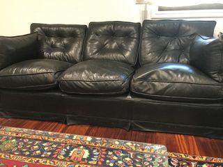 Sofá de 2 y 3 plazas cuero. Cojines de pluma