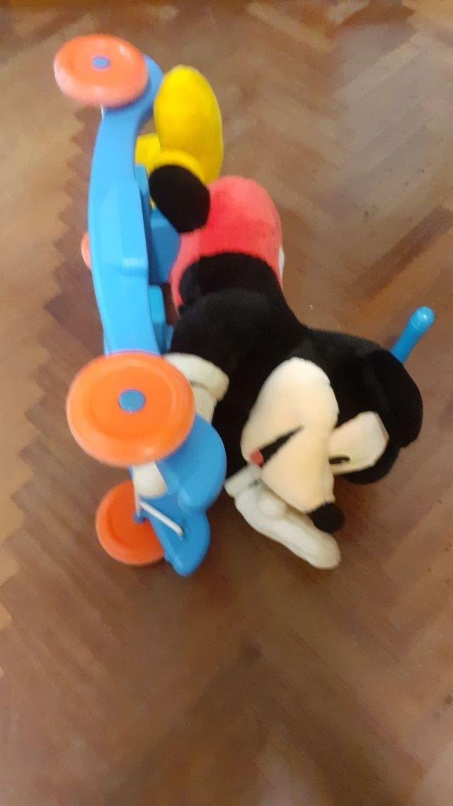 Corre pasillos Mickey