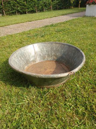 balde barreño muy antiguo zinc con base de madera