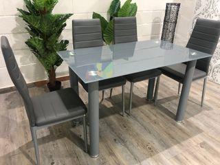 Mesa con 4 sillas tapizadas en poli piel DT-18