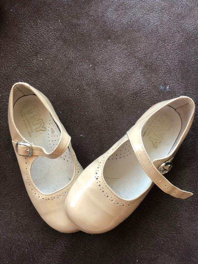 Zapatos beige camel tny
