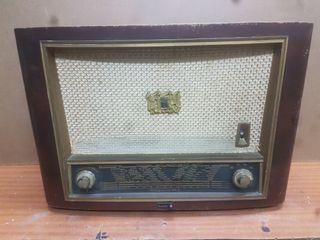 Radio antigua ,funcionando