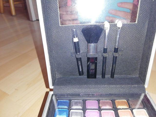 Sabates de rodes + kit maquillatge