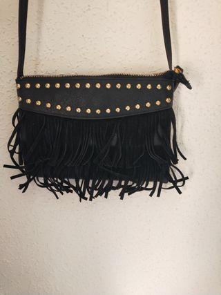 bolso zara pequeño negro con flecos dorado fiesta