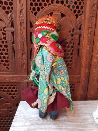 Muñeca retro etnica