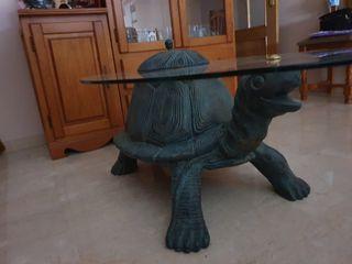 Mesa de tortuga con cristal.