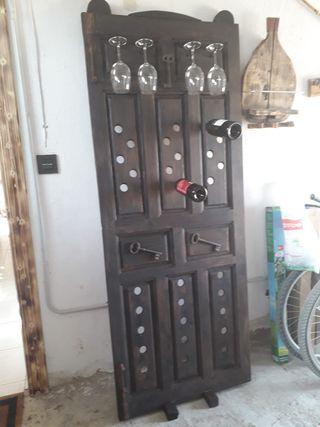 puerta antigua botellero