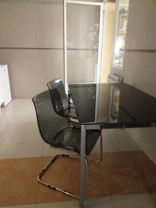 mesa cristal y cuatro sillas de ikea