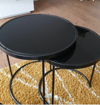 2 Round Nesting tables