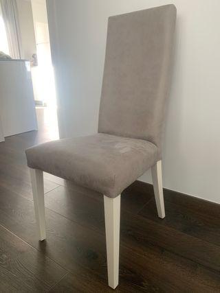 Conjunto de 4 sillas para salón.