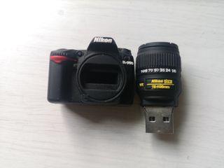 Pendrive de 64GB con forma de cámara de fotos