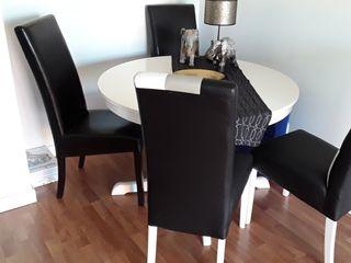 mesa con sillas salón comedor