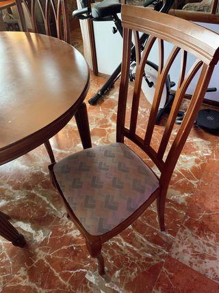 Aparador, mesa de comedor y sillas