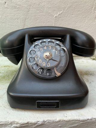 Antiguo teléfono de baquelita. Funcionando