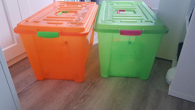 Cajas grandes de plástico
