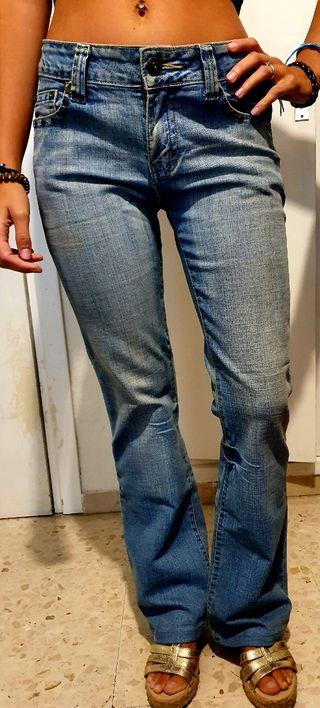 Pantalón vaquero de campana