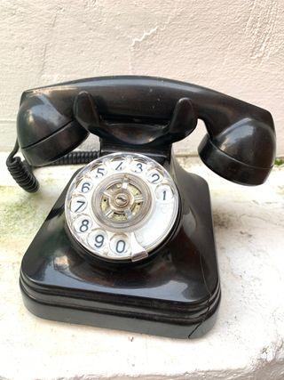 Clásico teléfono de baquelita. Original época