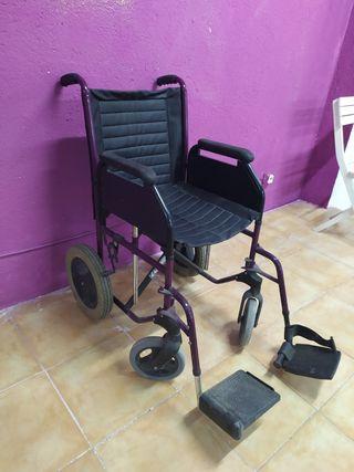 silla de ruedas acolchada con 2 reposapiés