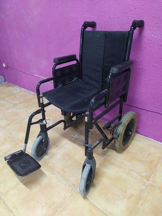 silla de ruedas con 1 extensión reposapiés