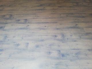 suelo laminado +rodapie