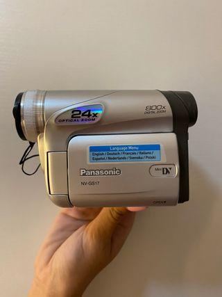 Cámara de video Panasonic modelo NV-GS17