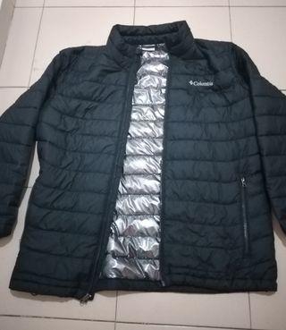 abrigo Columbia talla L negra y plateada