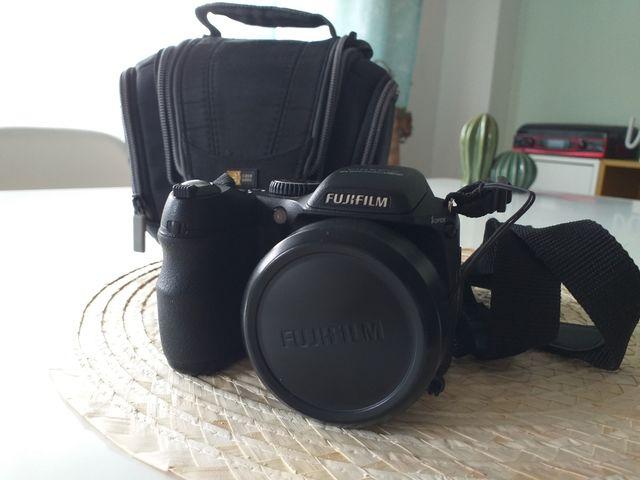 Cámara Digital Compacta - Fujifilm FinePix S2000HD