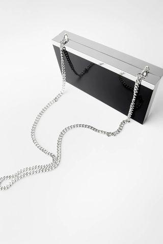 Bolso bandolera mármol, de Zara