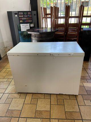 Arcón congelador horizontal gran capacidad.