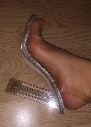 8 pares de zapatos tacón muy altos