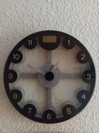 Reloj de pared con bascula digital