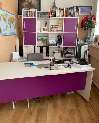Mesa despacho y librería ,2 cajoneras con ruedas