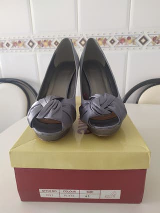 Zapatos fiesta gris plata