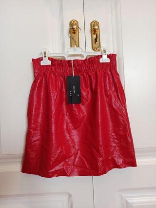 Falda brillante roja de Zara